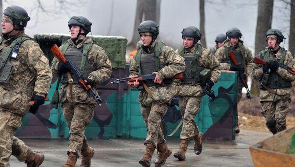 Los militares ucranianos en una base situada en la provincia ucraniana de Leópolis - Sputnik Mundo