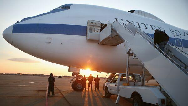 Avión E-4B en la pista de la base aérea Andrews - Sputnik Mundo
