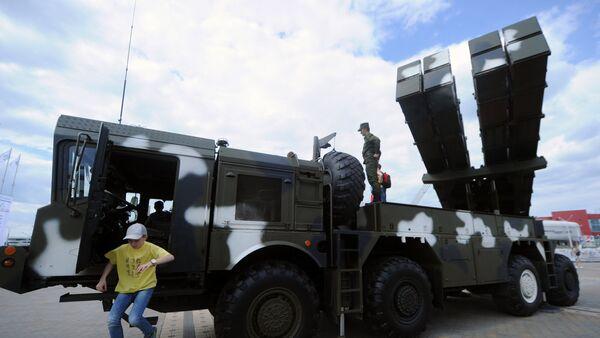El sistema de lanzacohetes múltiples Polonez - Sputnik Mundo