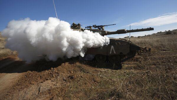 Tanque israelí durante unos ejercicios militares en los Altos de Golán (archivo) - Sputnik Mundo
