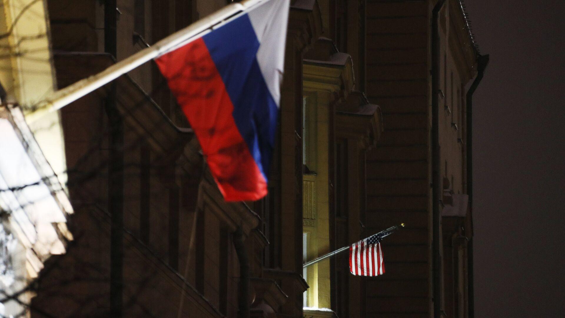 Banderas de Rusia y EEUU - Sputnik Mundo, 1920, 29.09.2021