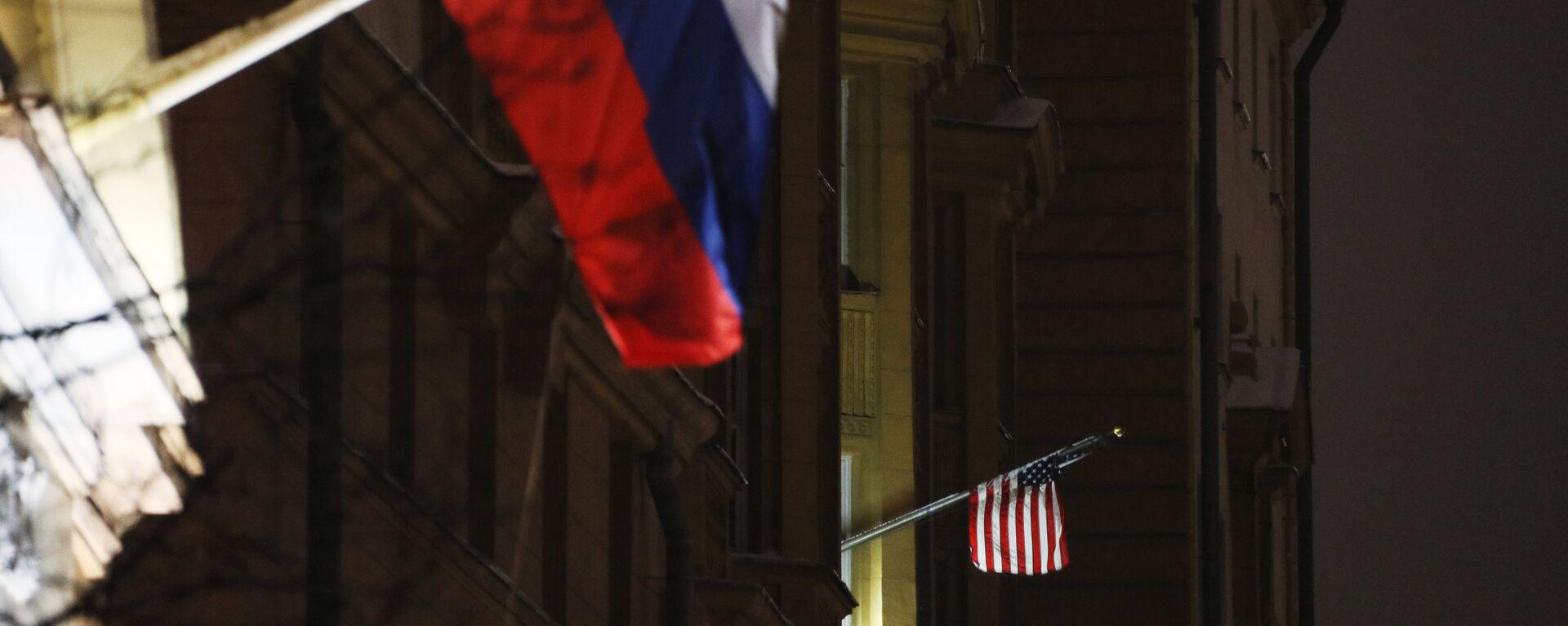 Banderas de Rusia y EEUU - Sputnik Mundo, 1920, 04.03.2021