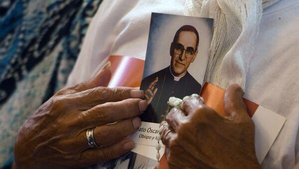 Un retrato del arzobispo de El Salvador, Óscar Arnulfo Romero - Sputnik Mundo