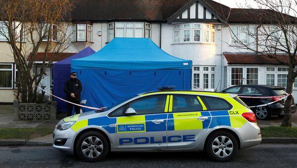 Policía británica ante la casa de Nikolái Glushkov en New Malden, Reino Unido - Sputnik Mundo