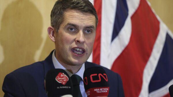 Gavin Williamson, ministro de Defensa británico - Sputnik Mundo