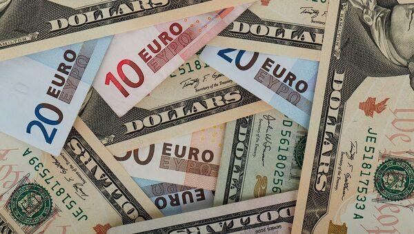 Dólares y euros - Sputnik Mundo