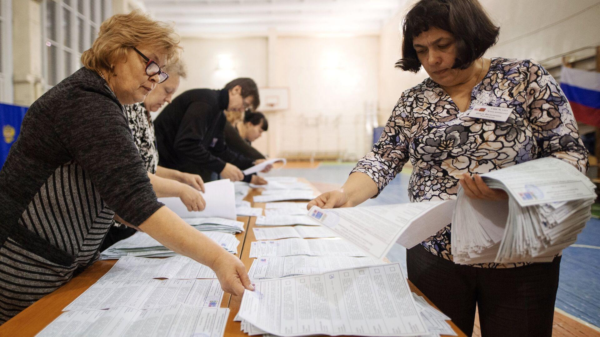 El recuento de votos en las elecciones presidenciales de Rusia - Sputnik Mundo, 1920, 17.09.2021