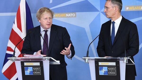El ministro de Asuntos Exteriores del Reino Unido, Boris Johnson, y el secretario general de la OTAN, Jens Stoltenberg - Sputnik Mundo