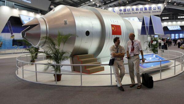 Un modelo de la estación espacial china Tiangong-1 en un salón aeroespacial en China - Sputnik Mundo