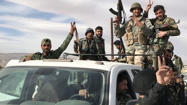 Militares sirios en Guta Oriental - Sputnik Mundo