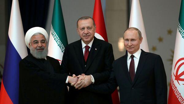 Presidentes de Irán, Hasán Rohaní, presidente de Turquía, Recep Tayyip Erdogan y presidente de Rusia, Vladímir Putin - Sputnik Mundo