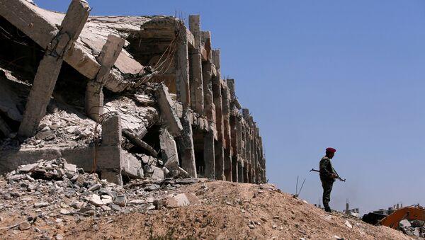 Un combatiente sirio en Guta Oriental - Sputnik Mundo