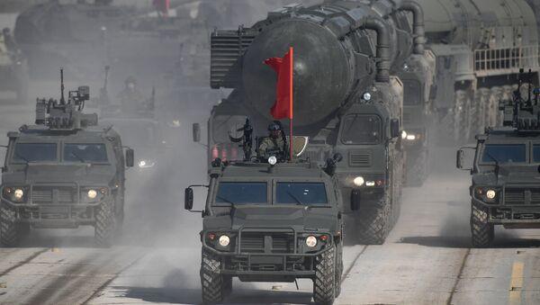 Vehículos militares rusos (imagen referencial) - Sputnik Mundo