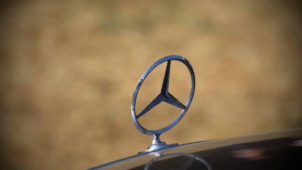 Mercedes-Benz (ilustración) - Sputnik Mundo