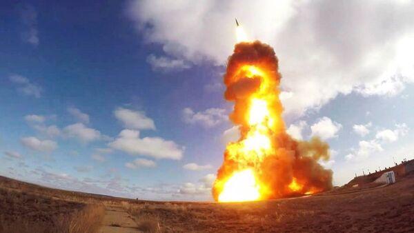 Lanzamiento de un proyectil de un sistema antimisiles ruso en el polígono de Sari Shagan (Kazajistán) - Sputnik Mundo