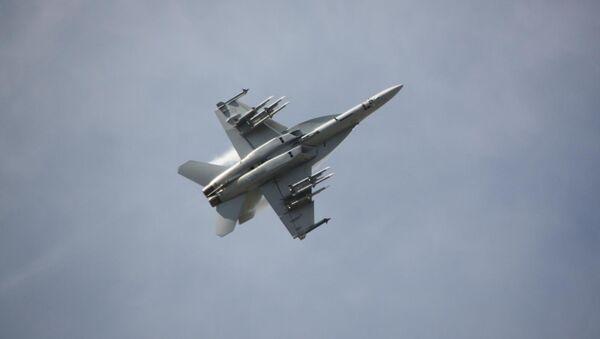 Un cazabombardero estadounidense F/A-18E/F Super Hornet - Sputnik Mundo