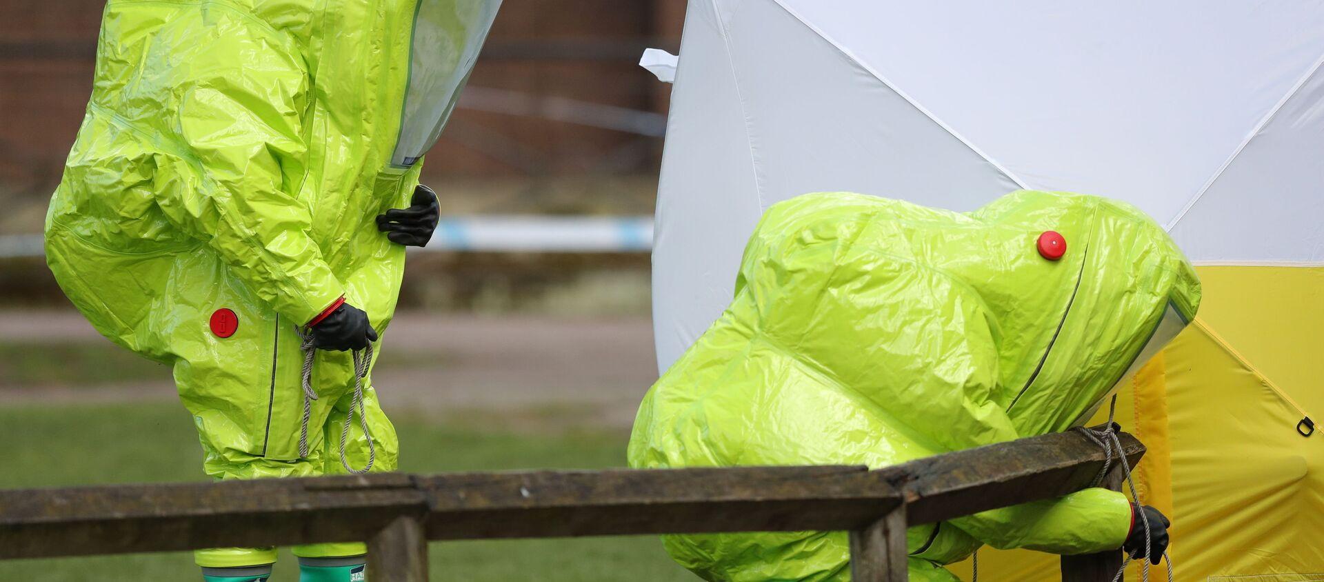 Especialistas de las unidades antiquímicas trabajan en relación con el caso Skripal en Salisbury (Reino Unido), el 8 de marzo de 2018 - Sputnik Mundo, 1920, 12.11.2020