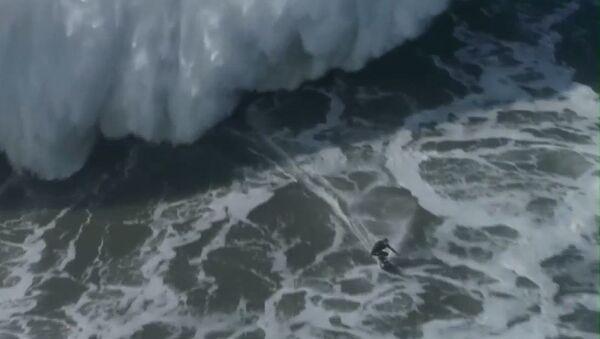 El sueño del surfista: conquistar la ola más grande del planeta - Sputnik Mundo