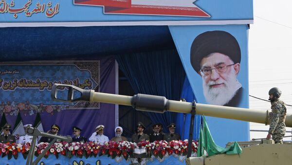 El poder militar de Irán en el Desfile del Día Nacional del Ejército - Sputnik Mundo