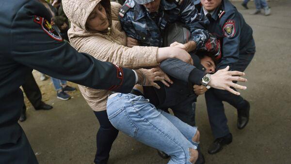 Disturbios en Ereván, Armenia - Sputnik Mundo