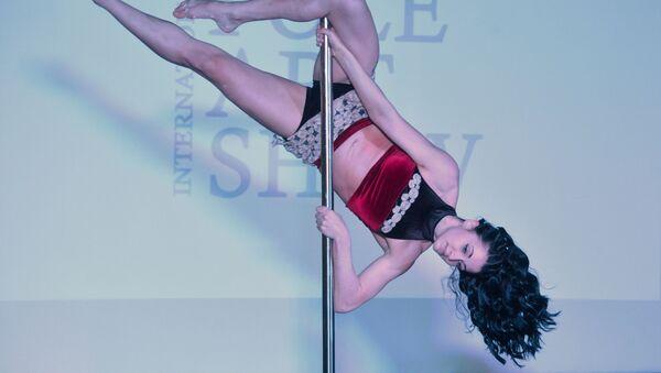 Baile en la barra: una mezcla de acrobacia, gimnasia y teatro - Sputnik Mundo