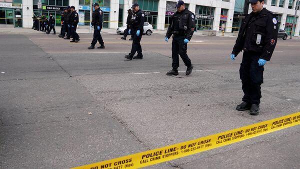 Policía en el lugar del atropello en Toronto - Sputnik Mundo