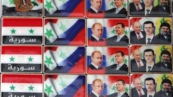 Los imanes con retratos del presidente ruso, Vladímir Putin, y presidente sirio, Bashar Asad - Sputnik Mundo