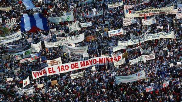 La manifestación por el Día Internacional del Trabajo en La Habana - Sputnik Mundo