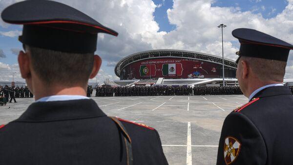 Policías rusos cerca del estadio de fútbol Kazan Arena (archivo) - Sputnik Mundo