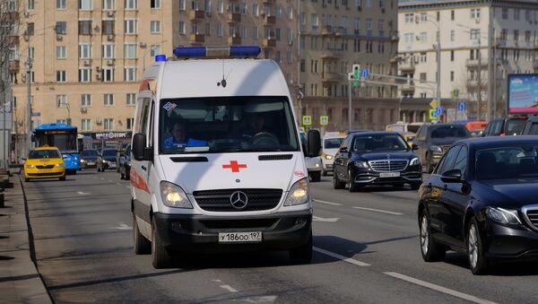 Una ambulancia en Moscú (imagen referencial) - Sputnik Mundo