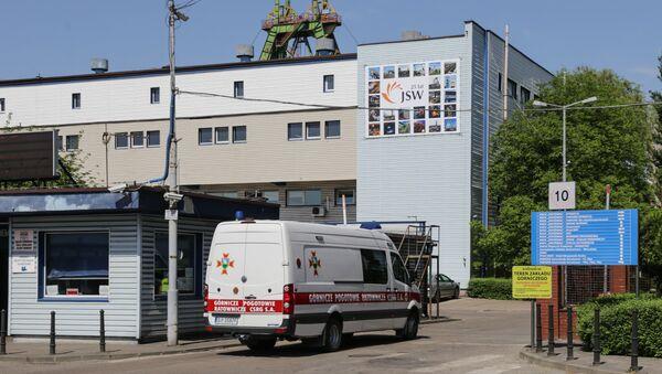 Una ambulancia en el lugar del incidente - Sputnik Mundo