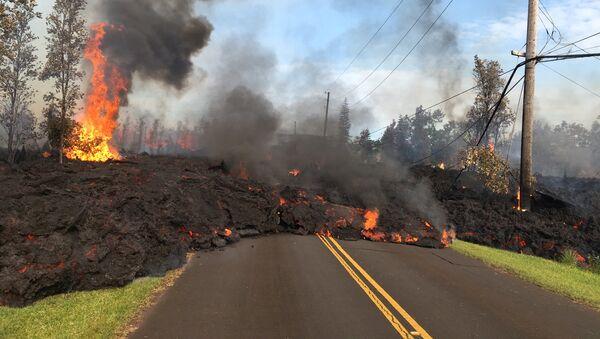 La lava del volcán Kilauea en Hawái - Sputnik Mundo