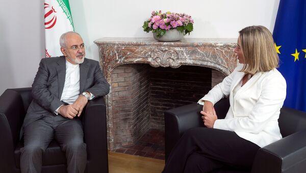 El canciller iraní, Mohamad Yavad Zarif, y la jefa de la diplomacia europea, Federica Mogherini - Sputnik Mundo