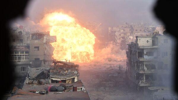 Las Fuerzas Armadas de Siria asaltan las posiciones de los terroristas a las afueras de Damasco - Sputnik Mundo