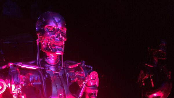 Un robot-terminator, imagen referencial - Sputnik Mundo