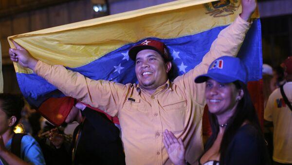 Seguidores de Nicolás Maduro en Caracas, Venezuela - Sputnik Mundo