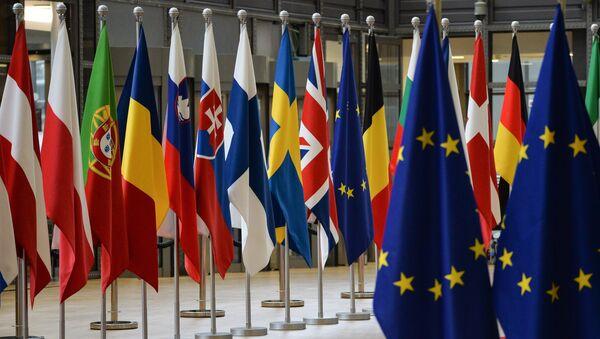 Las banderas de los países de la UE en Bruselas - Sputnik Mundo
