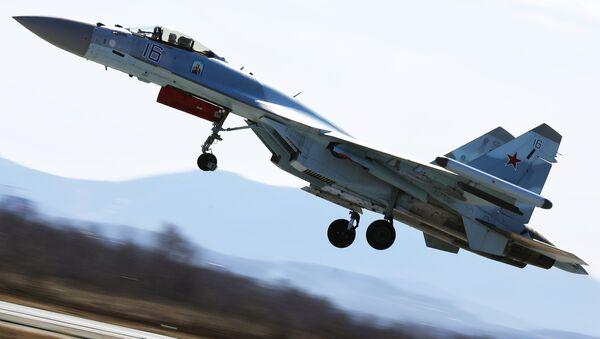 Un Su-35 en la competición aérea Aviadarts 2018 - Sputnik Mundo