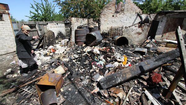 Consecuencias del bombardeo en Docuchayevsk, este de Ucrania, 28 de mayo de 2018 - Sputnik Mundo