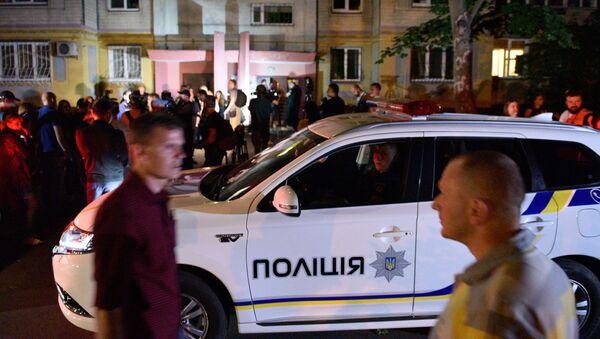 Policía ucraniana cerca del lugar del supuesto asesinato del periodista ruso Arkadi Bábchenko - Sputnik Mundo