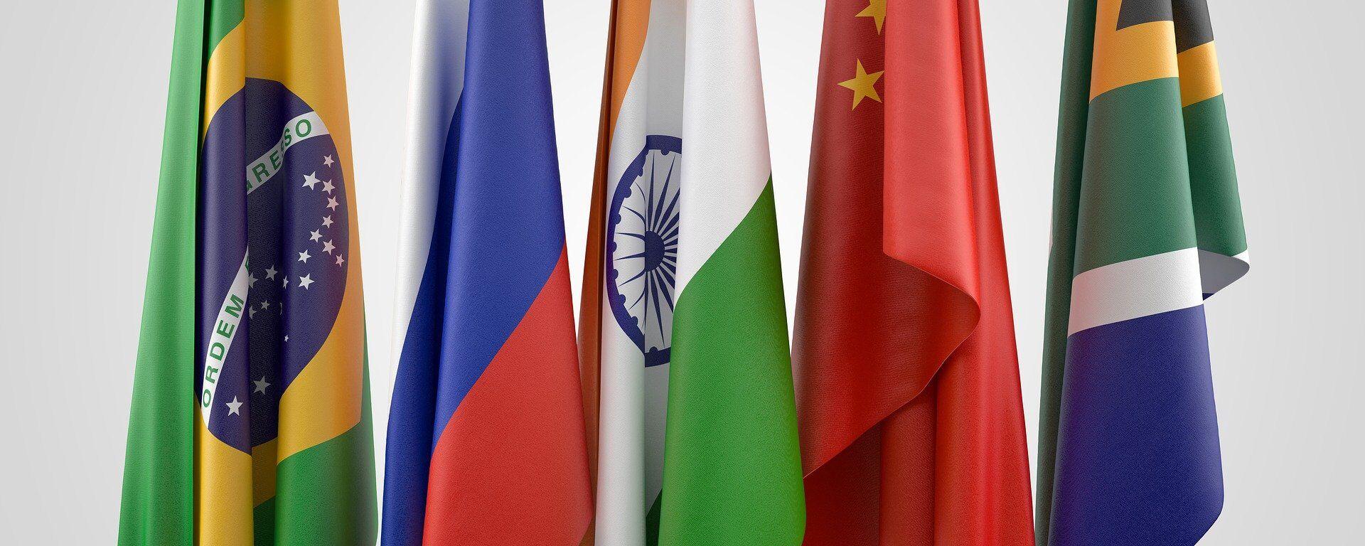 Banderas de los países BRICS: Brasil, Rusia, India, China y Sudáfrica - Sputnik Mundo, 1920, 07.09.2021