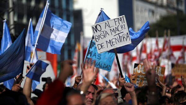 Una protesta contra las negociaciones del Gobierno argentino con el Fondo Monetario Internacional - Sputnik Mundo
