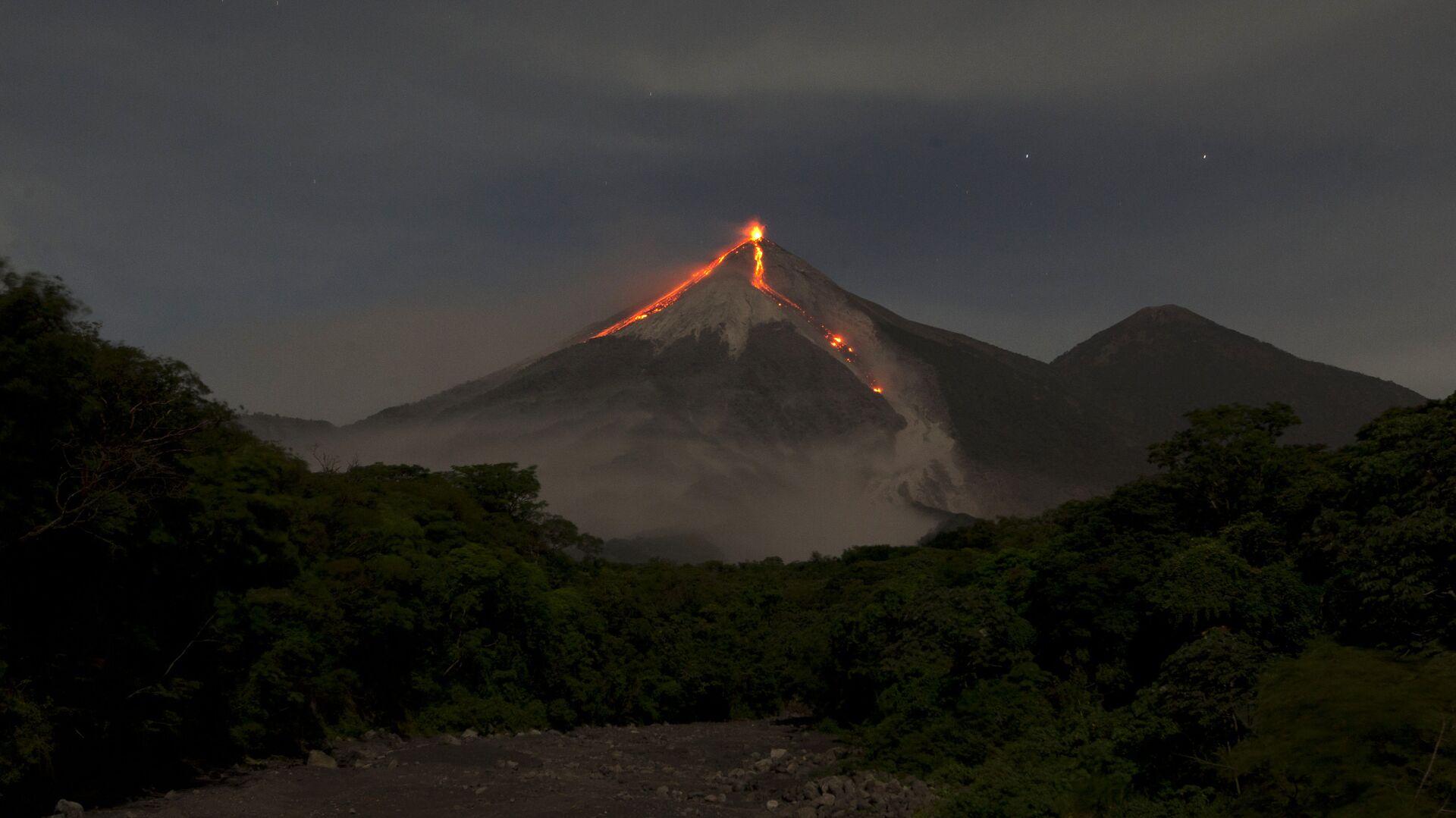 El volcán de Fuego en Guatemala - Sputnik Mundo, 1920, 25.09.2021