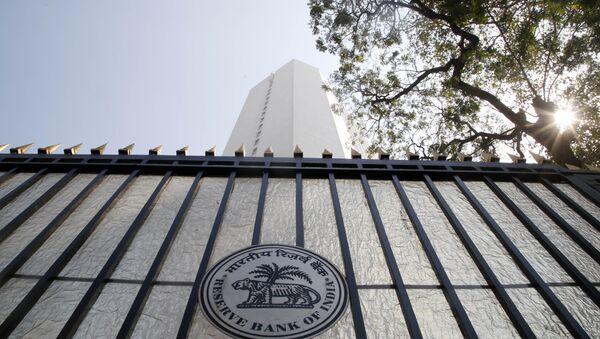El logo del Banco de Reserva de la India en la puerta - Sputnik Mundo