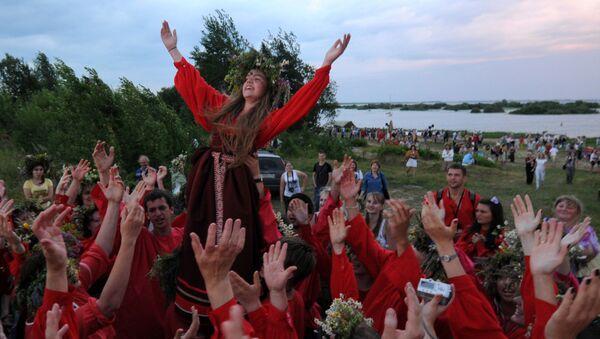 La fiesta de Iván Kupala, o solsticio de verano - Sputnik Mundo