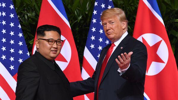 El líder norcoreano Kim Jong-un y el presidente de EEUU, Donald Trump (archivo) - Sputnik Mundo