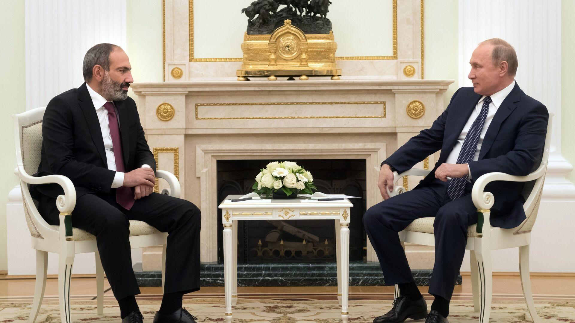 Nikol Pashinián, primer ministro de Armenia, y Vladímir Putin, presidente ruso - Sputnik Mundo, 1920, 27.08.2021