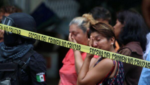 Una escena del crimen debido a la violencia en México - Sputnik Mundo
