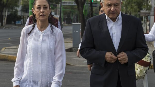 Claudia Sheinbaum y Andrés Manuel López Obrador, candidato a la presidencia de México - Sputnik Mundo