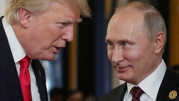 El presidente de Rusia, Vladímir Putin, y su homólogo estadounidense, Donald Trump (archivo) - Sputnik Mundo